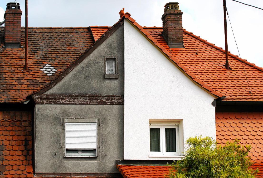 Démousser et néttoyer sa façade de maison